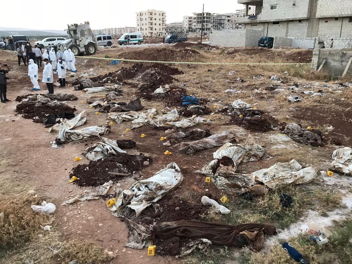 Hatay Valisi: Afrin'de toplu mezarda bulunan ceset sayısı 61'e ulaştı!