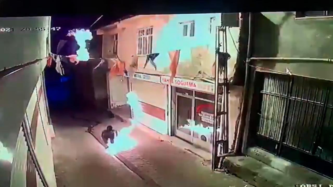 Diyarbakır'da AKP ilçe binasına saldıran kişi, parti yöneticisinin yeğeni çıktı!