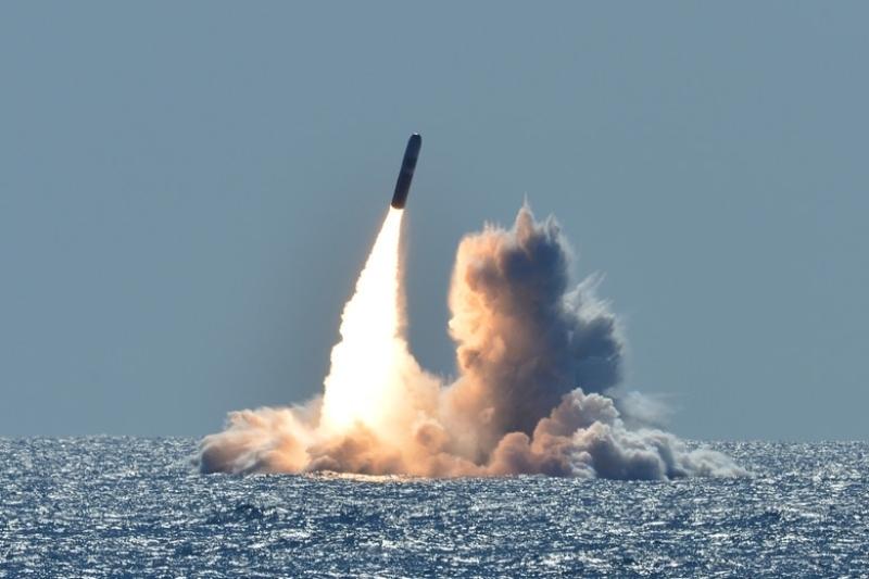 Amerîkayê bi moşekên nukleerî bersiva gefên Çînê da!