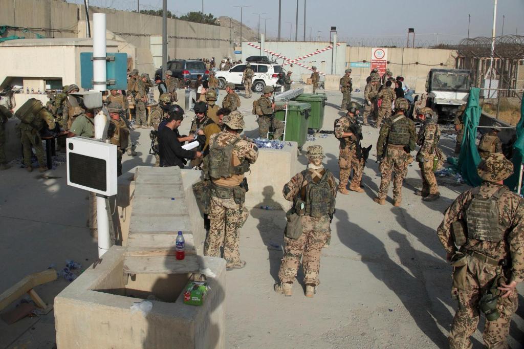 Kabil Havalimanı'nda çatışma!