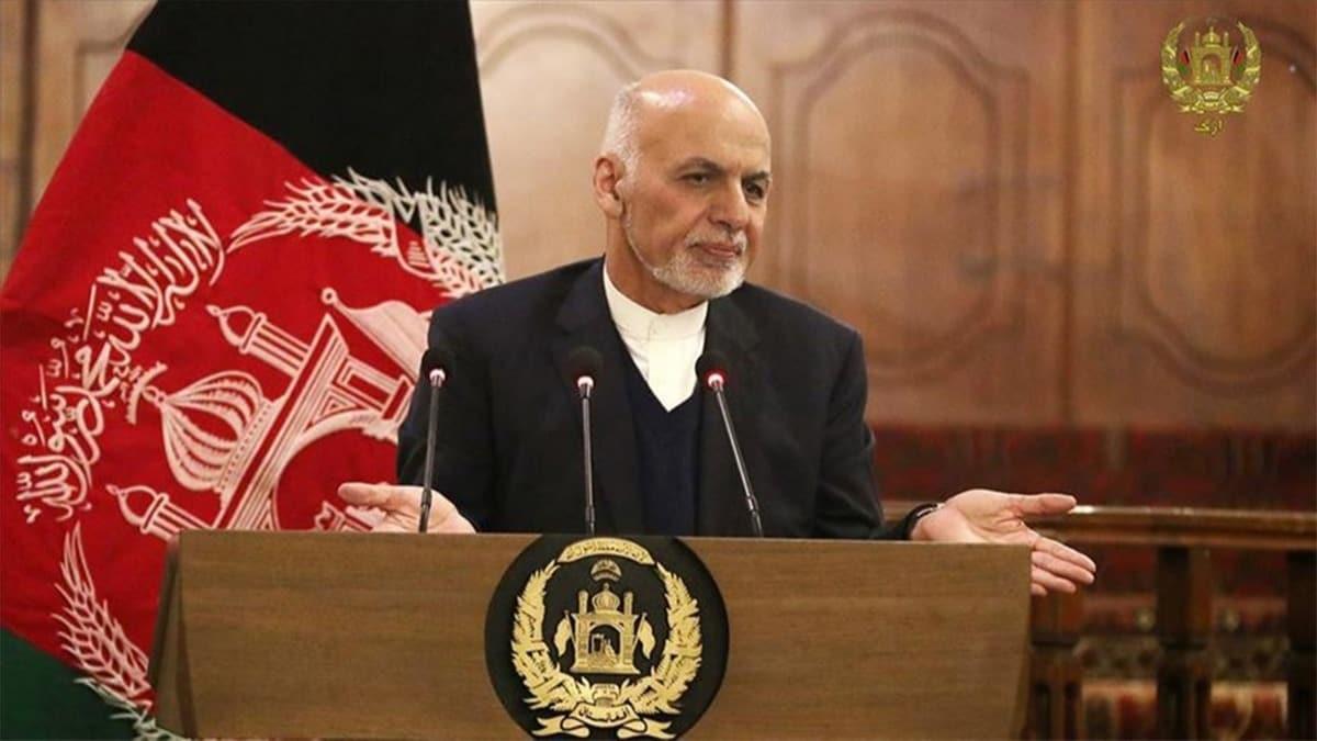 Afganistan Cumhurbaşkanı Gani ülkeyi terk etti!