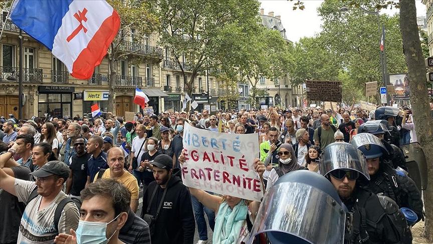 Fransa'da Macron ve hükümete karşı protestolar arttı!
