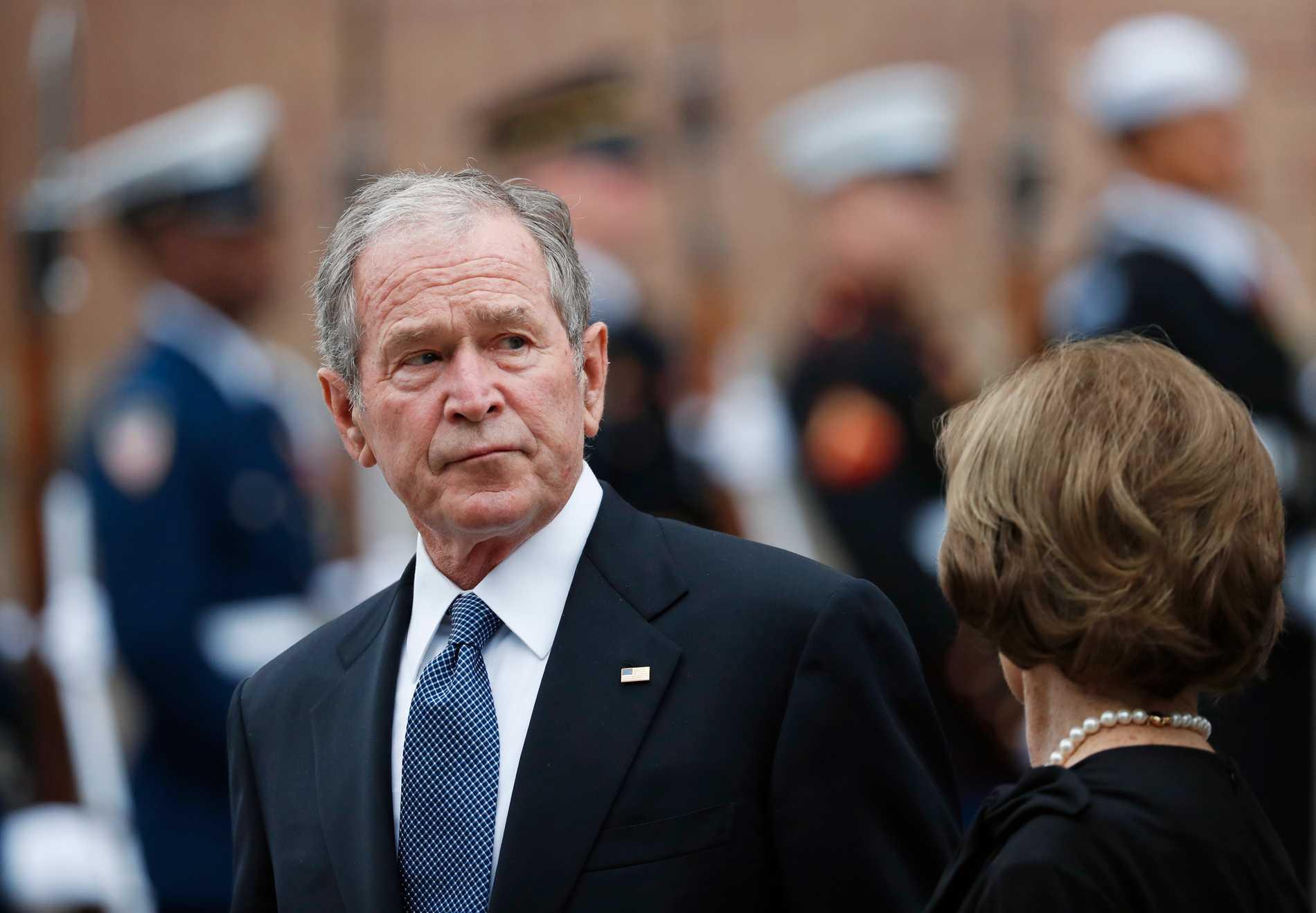 Bush: Afganistan'dan çekilmek bir hata!