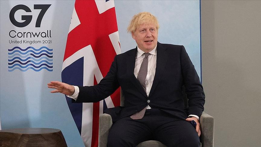 """İngiltere Başbakanına suçlama: """"80 yaş için kapanmaya gerek yok"""""""