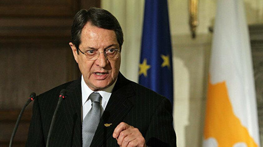 Rum liderden Tatar yönetimine uyarı: Kıbrıs pasaportuna sahip olamaz!