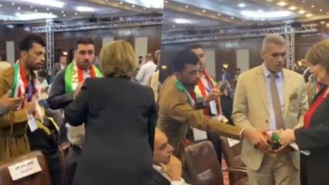 Yeni kurulan partinin ilk kongresinde Kürdistan Bayrağı gerginliği yaşandı