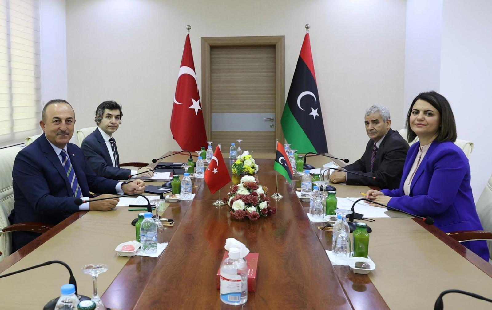 """Çavuşoğlu, """"Türkiye Libya'dan çekilsin"""" diyen bakan ile görüştü!"""