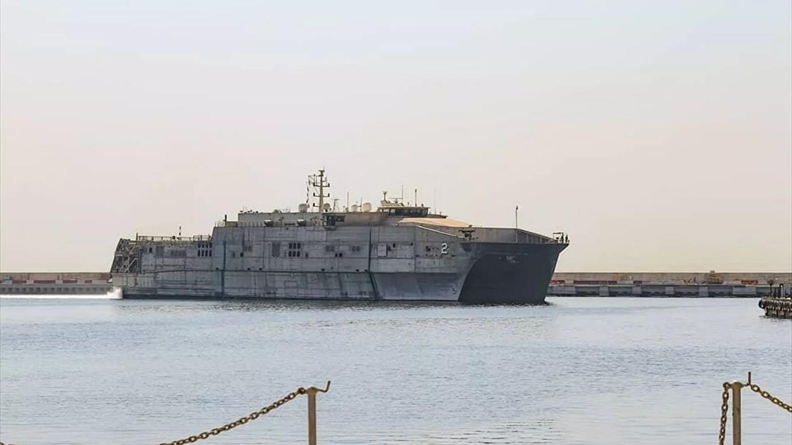 Lübnan'da bir ilk: ABD gemisi askeri üssü demirledi!