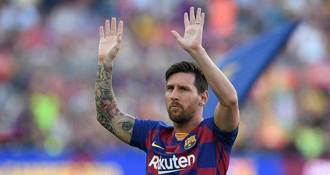 Lionel Messi, Barcelona ile yollarını ayırdı