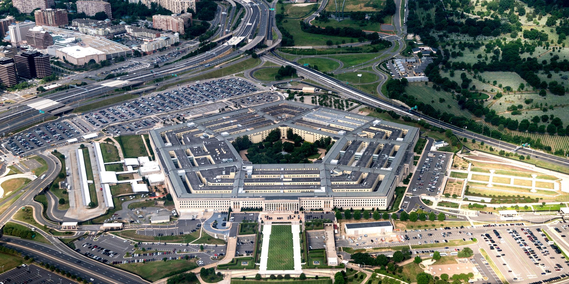 Pentagon bölgesinde çatışma: Dışarıya kapatıldı