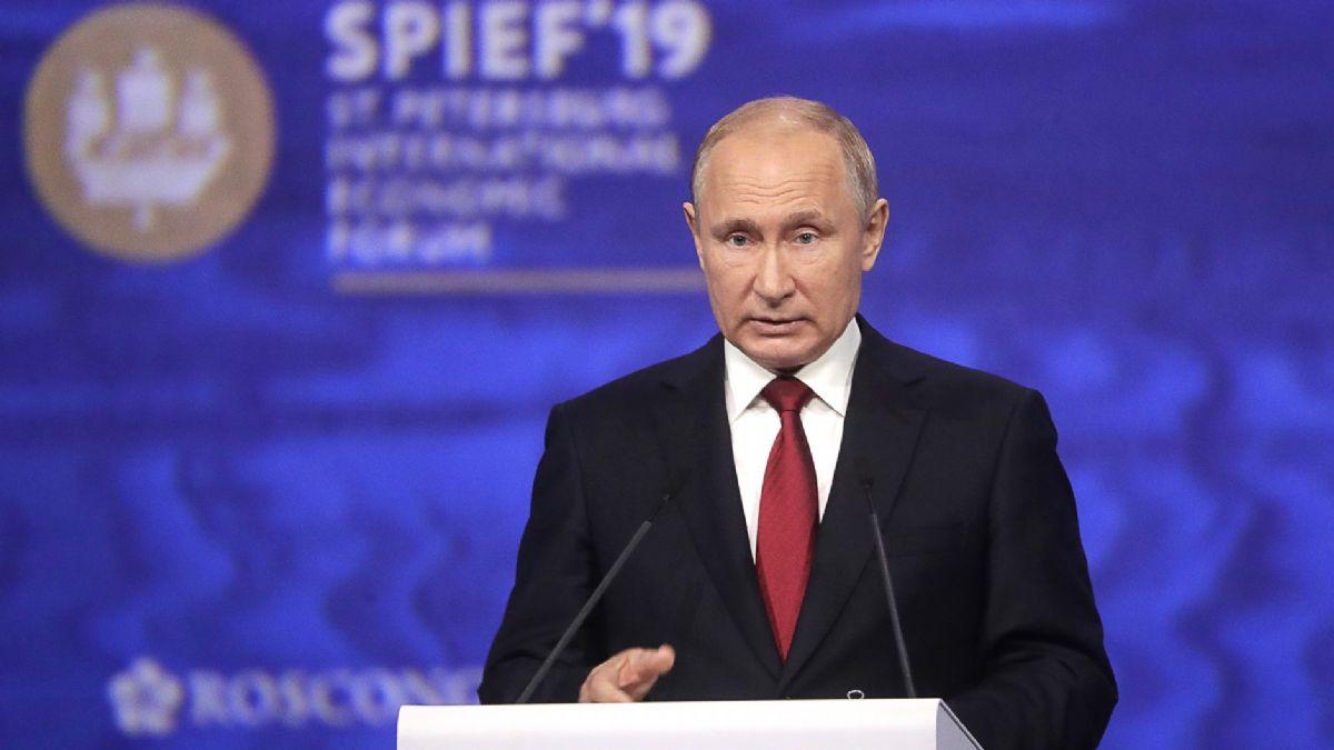 """Putin'den """"doları bırakabiliriz"""" açıklaması!"""