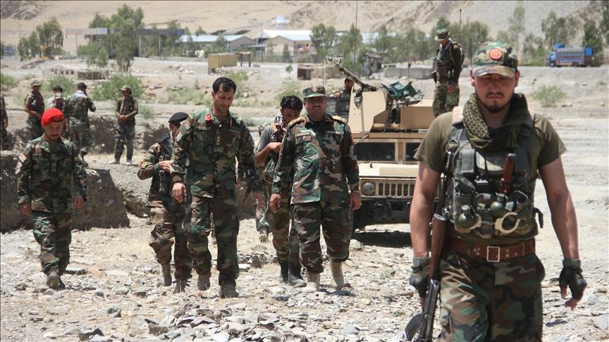 Afgan güçleri, Taliban'a karşı 18 vilayet merkezi kaybetti