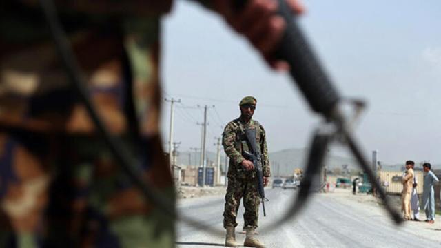 Taliban, İran sınırında bulunan kilit gümrük kapısını ele geçirdi!