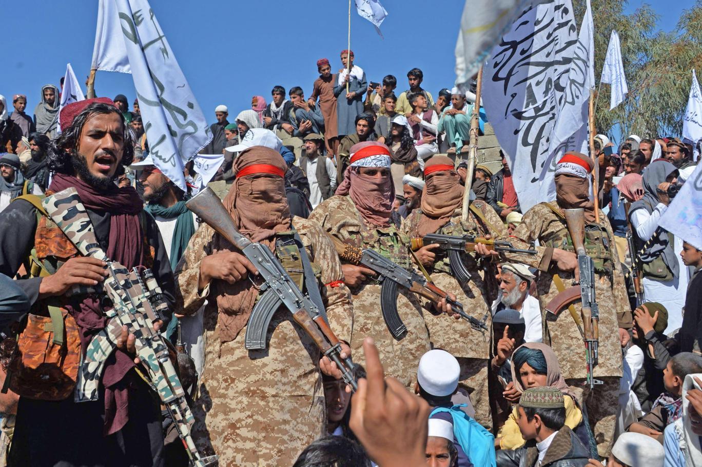 Taliban 7 ilçeyi daha kontrolüne aldı