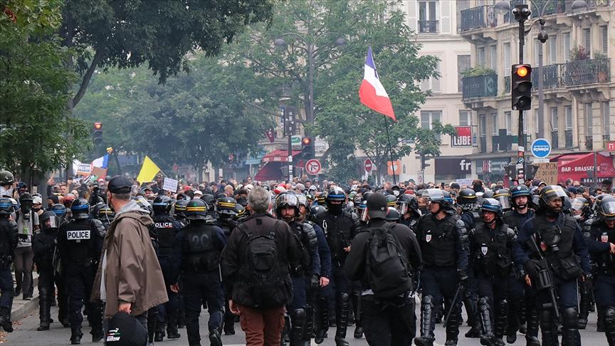 Fransa hükümetine karşı protestolar arttı!