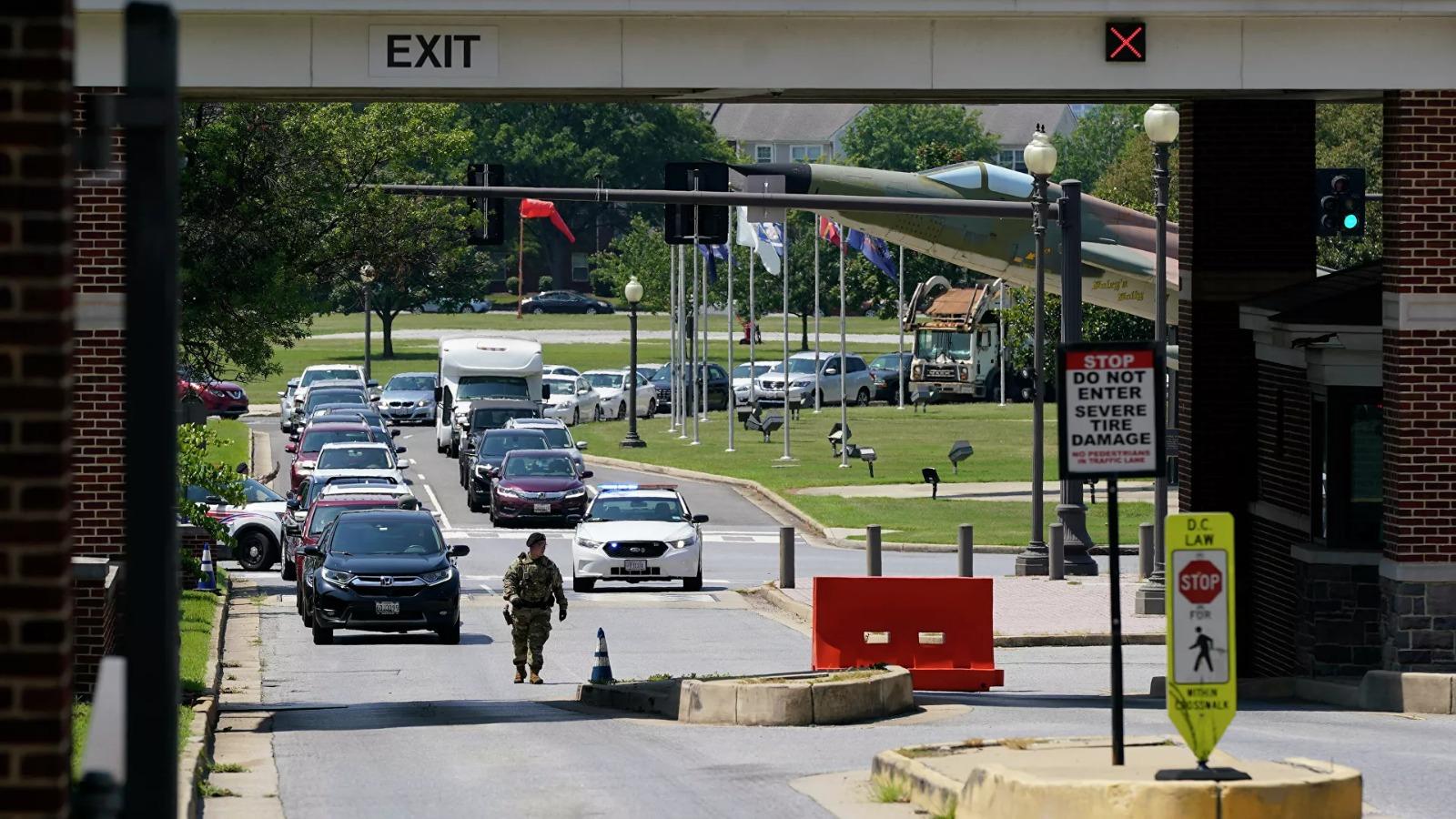 Washington'daki askeri üs silahlı saldırı tehdidiyle kapatıldı