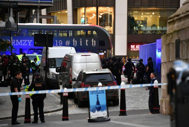 Avrupa'nın 2 kentinde bıçaklı saldırı: 2 ölü